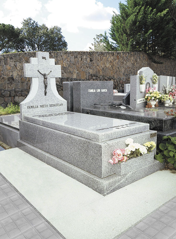 L pida de granito modelo 21 for Casa de marmol y granito