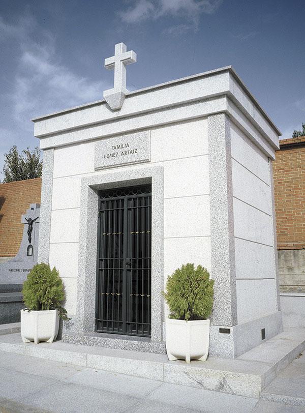 Panteones funerarios de marmol y granito l pidas madrid - Granito en espana ...