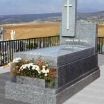 Lápida de granito modelo 18